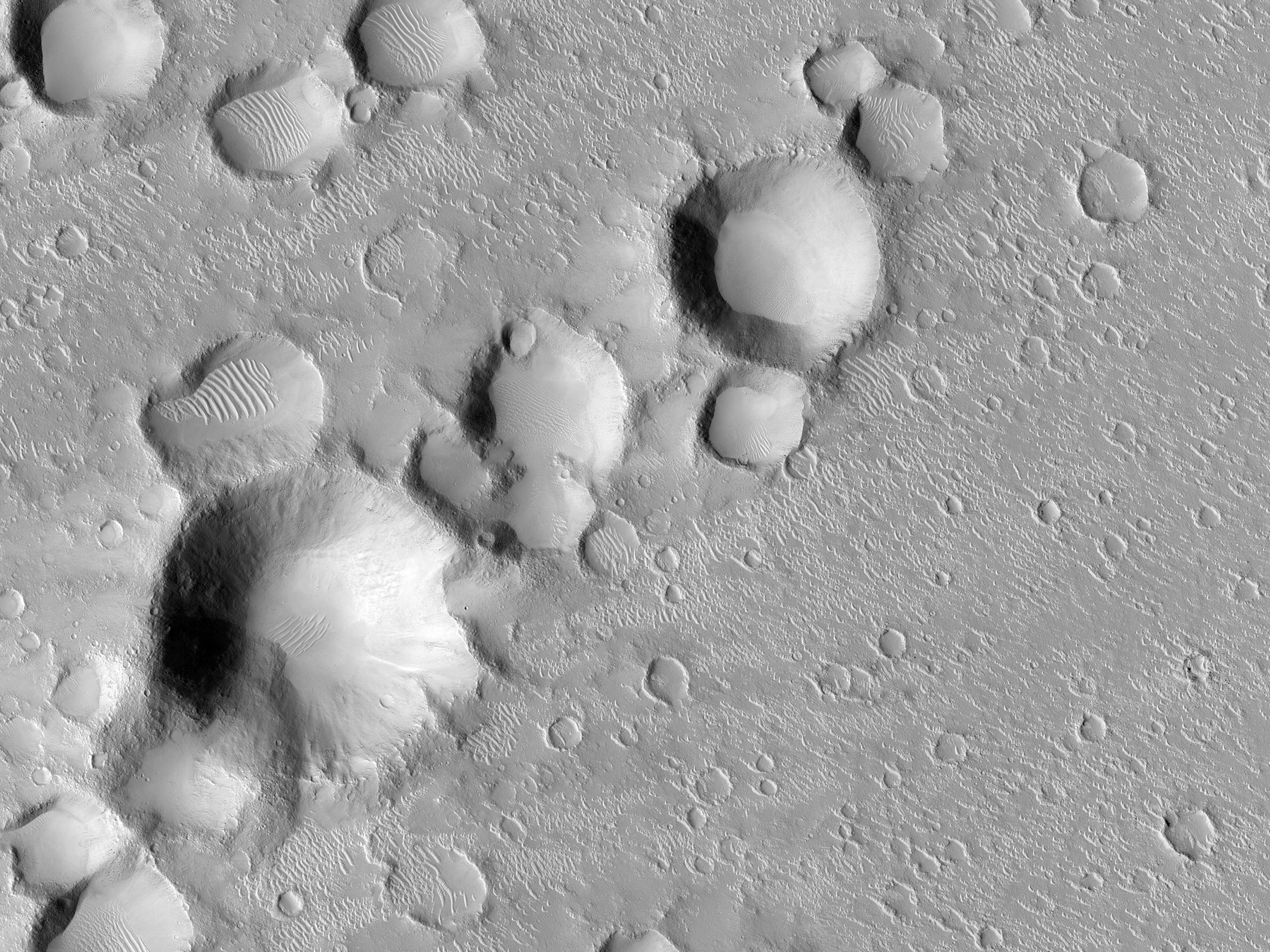 Una catena di crateri secondari