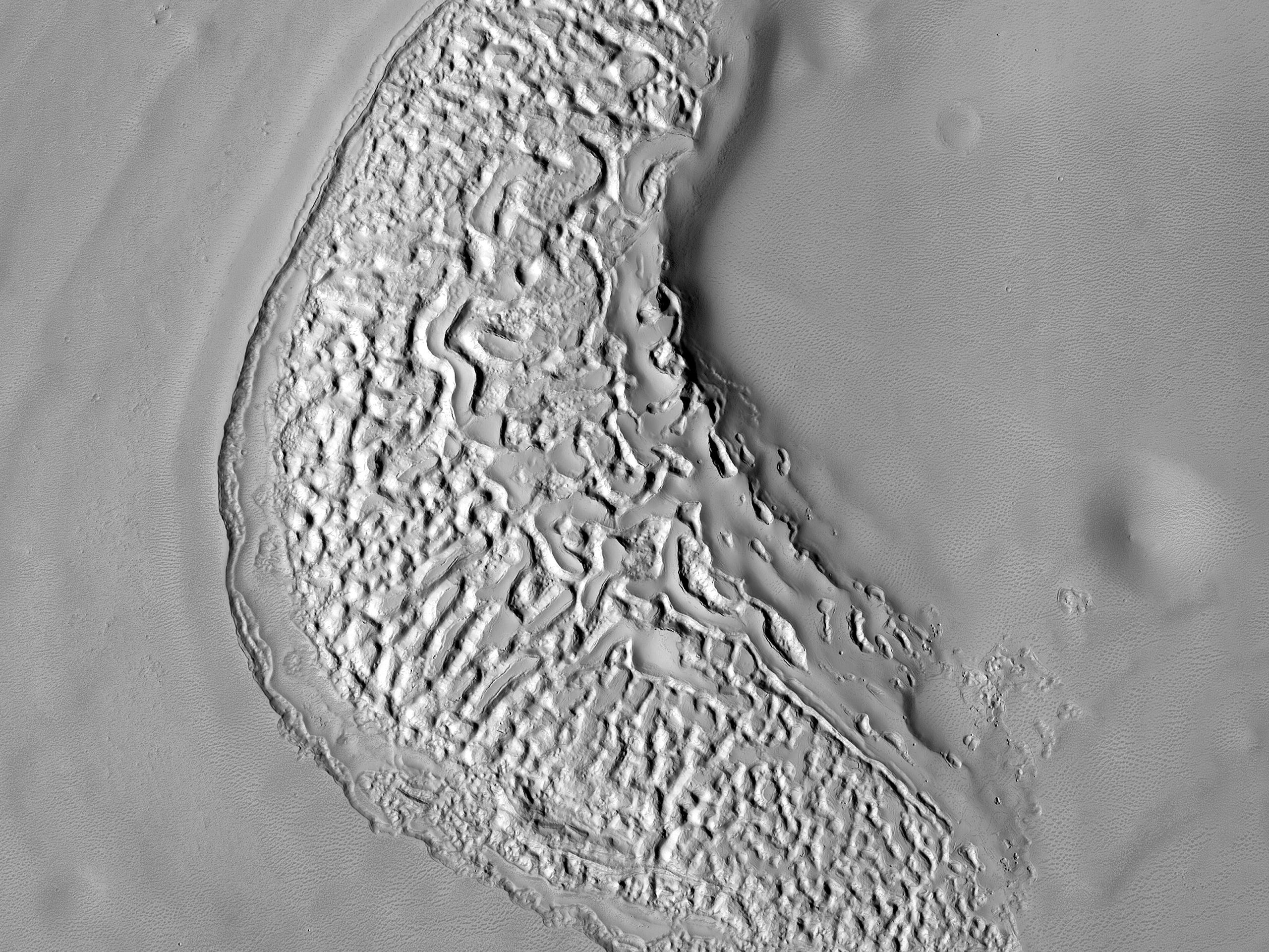 Depositi erosi di un cratere nella parte orientale della regione di Arabia