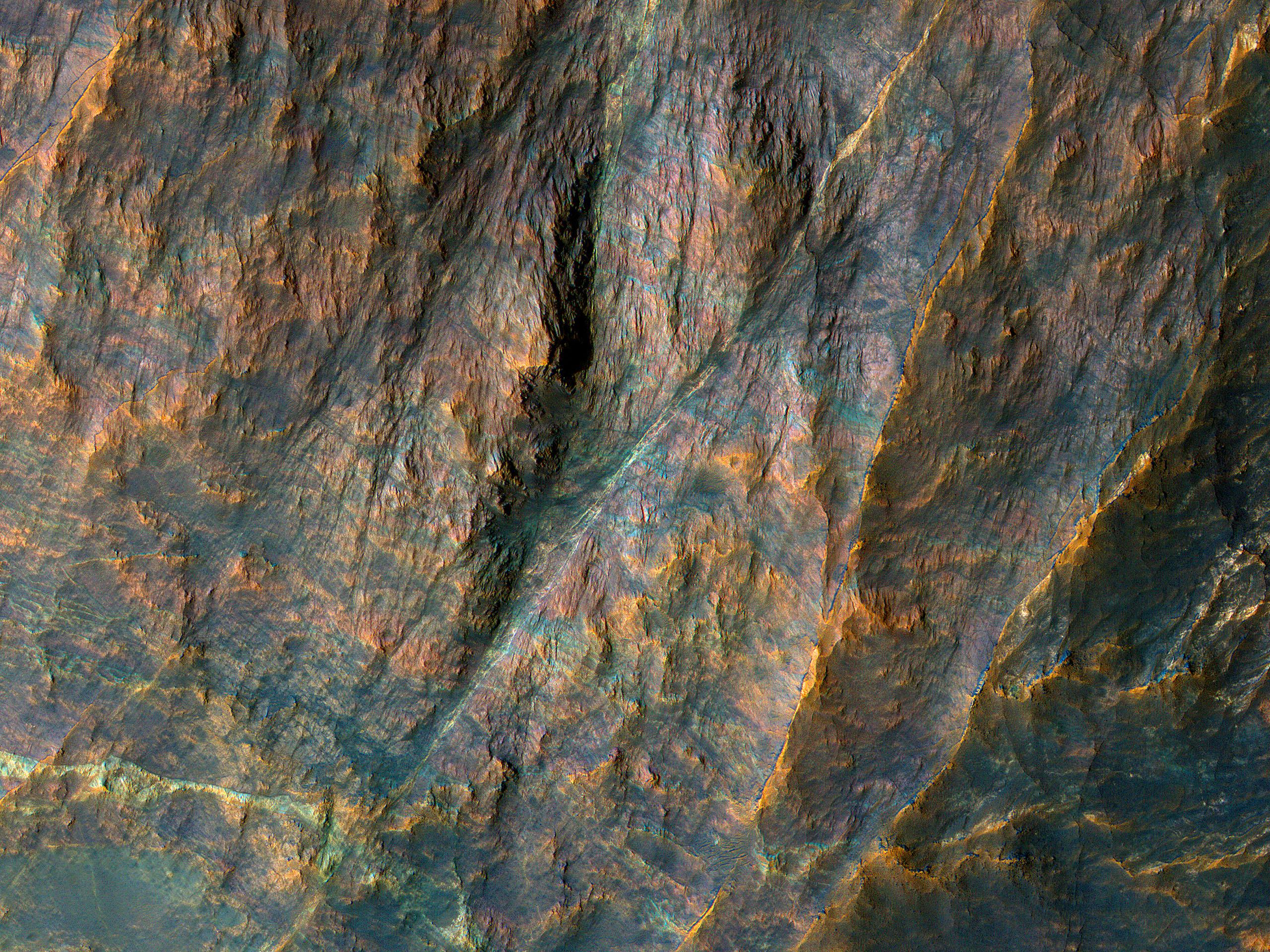 Bande di antiche rocce nella Terra Sabaea