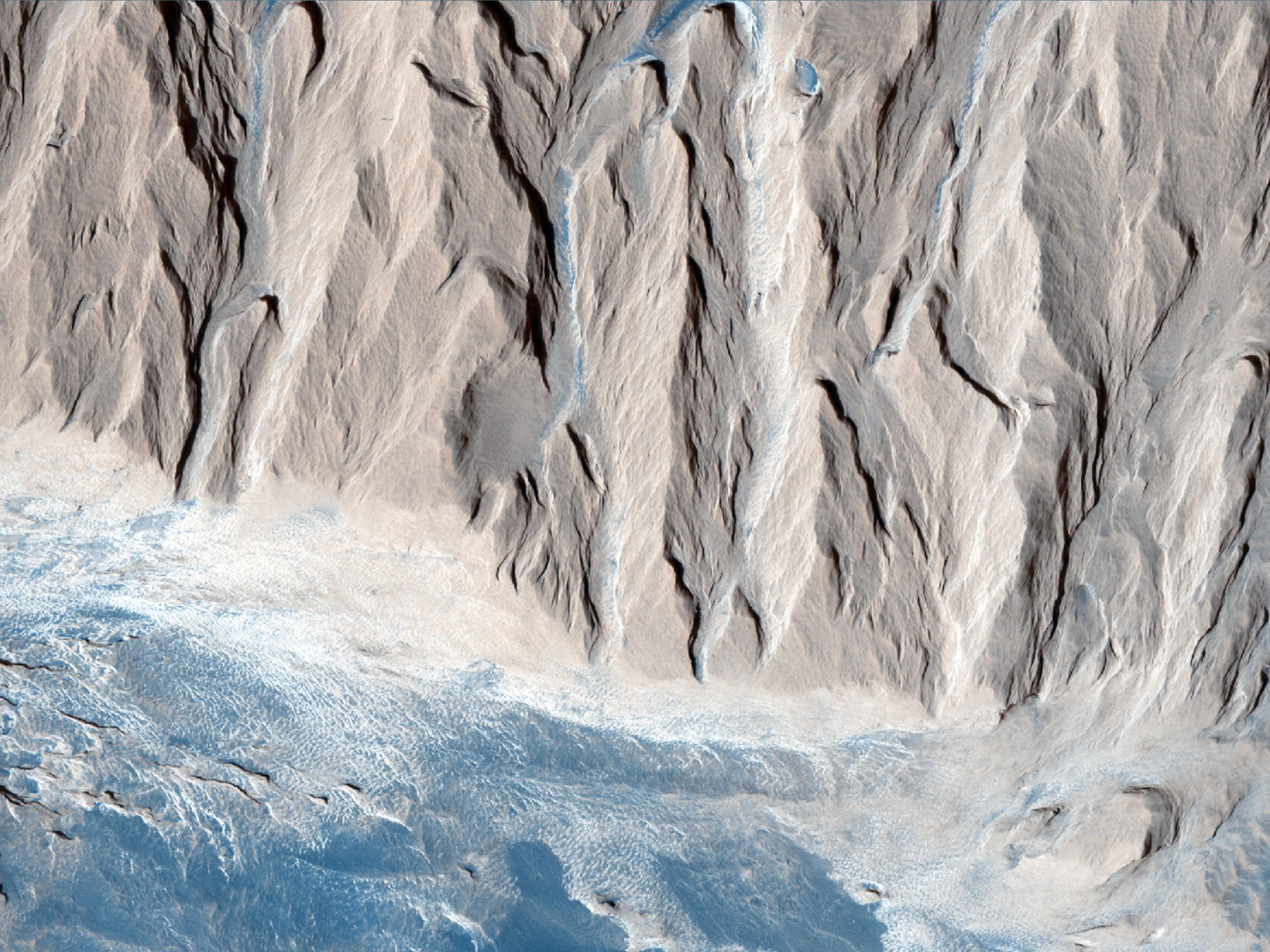 Come si è formata la collina centrale del Cratere Gale?