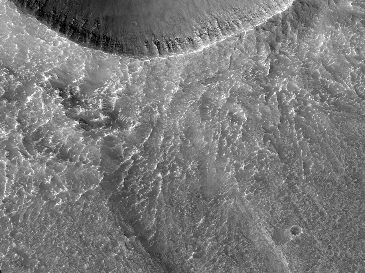 Crater ictu factus cum fossis