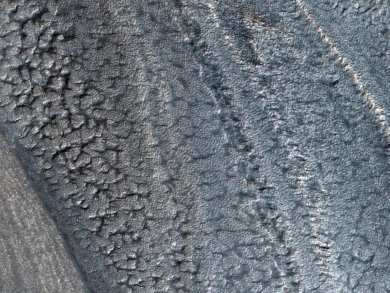 Stratura quae stratis deposita erant ad axem australem in Cratere Burroughs