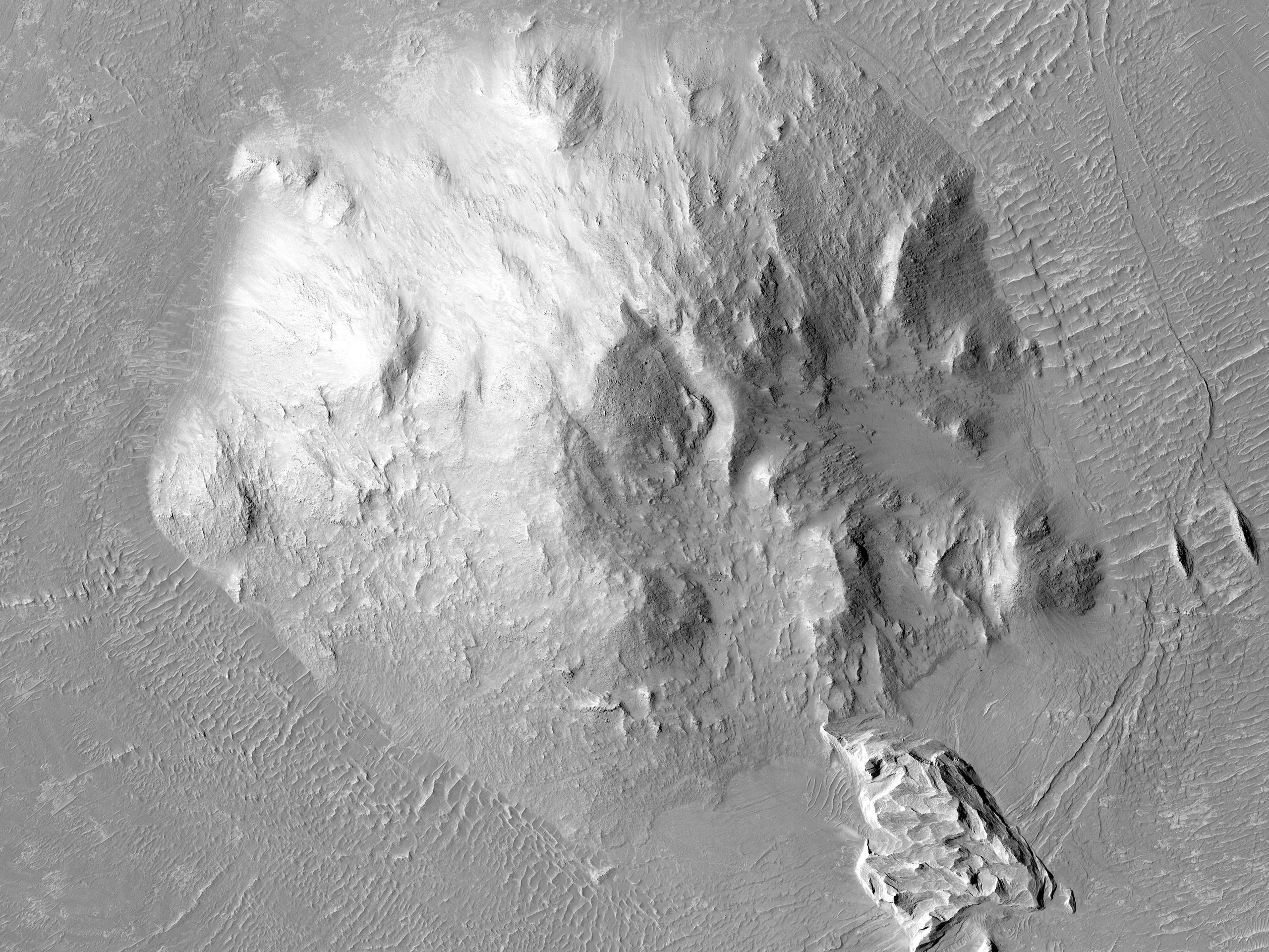 Compattamento differenziale intorno al picco centrale di un cratere
