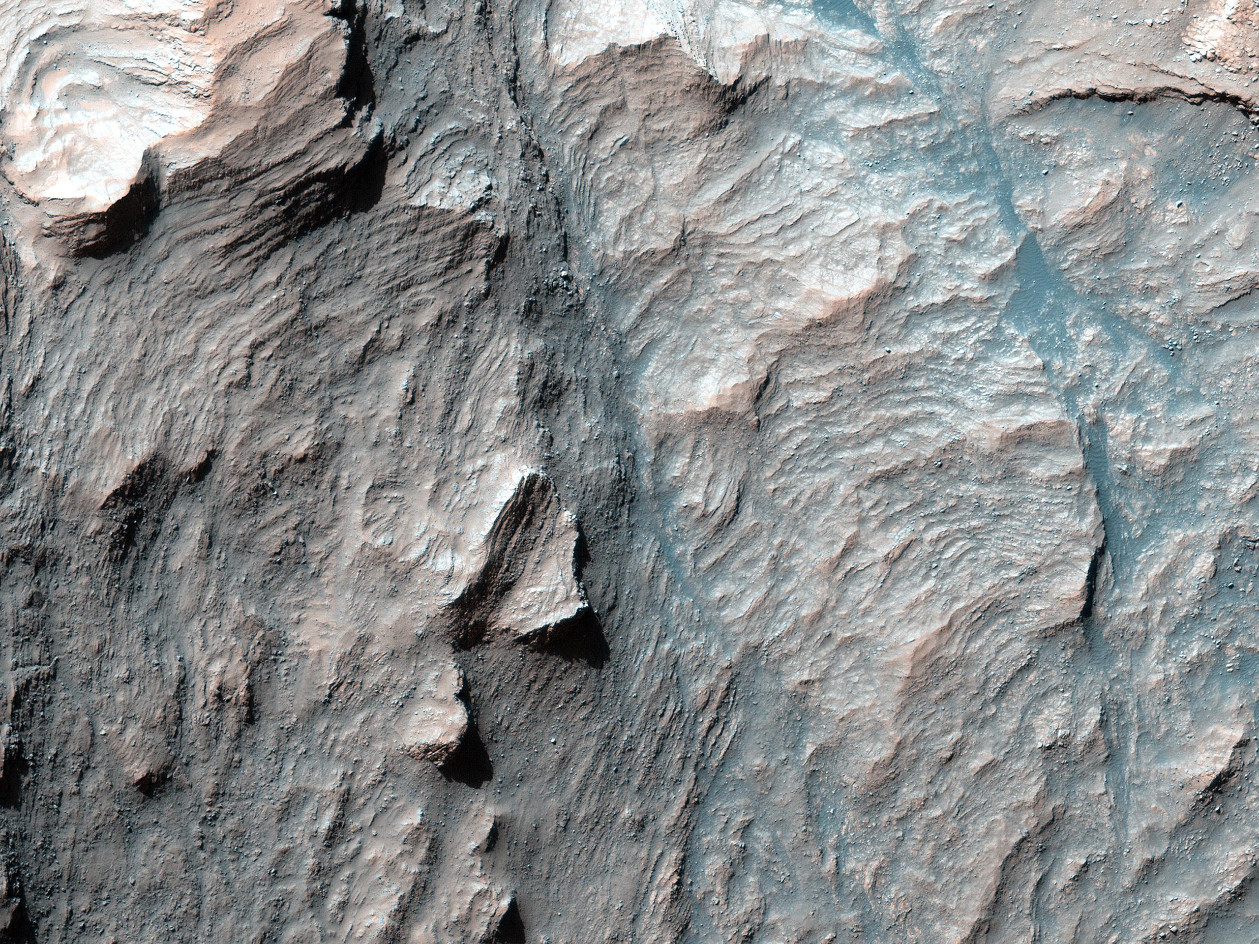 Splendide stratificazioni nell'affioramento centrale del cratere Mazamba