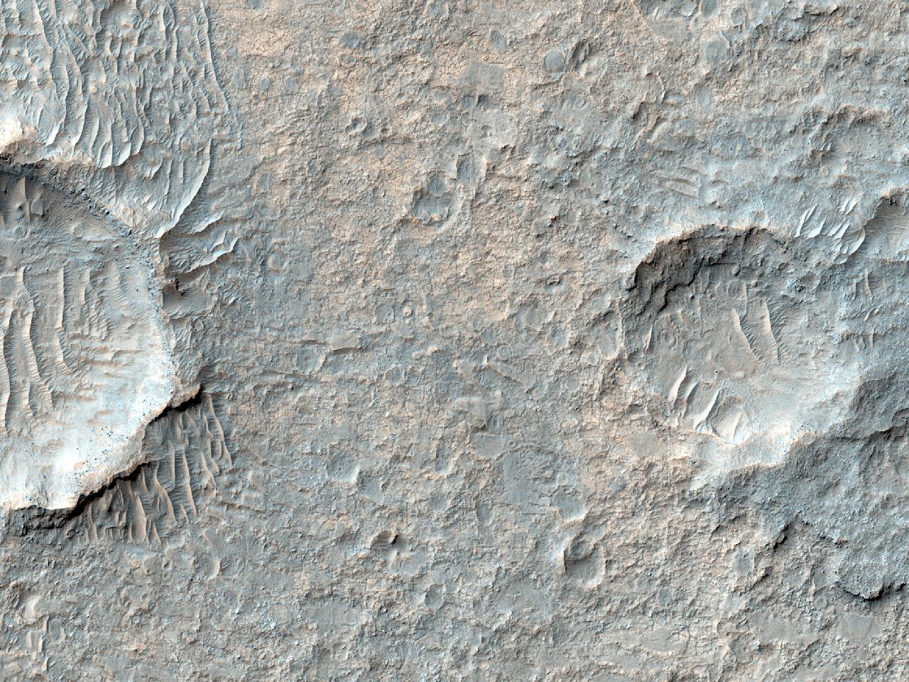 Exposição de silicato nas planícies ao leste de Eos Chasma