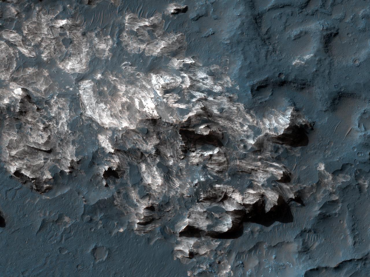A exposição de leito de rocha em Coprates Chasma