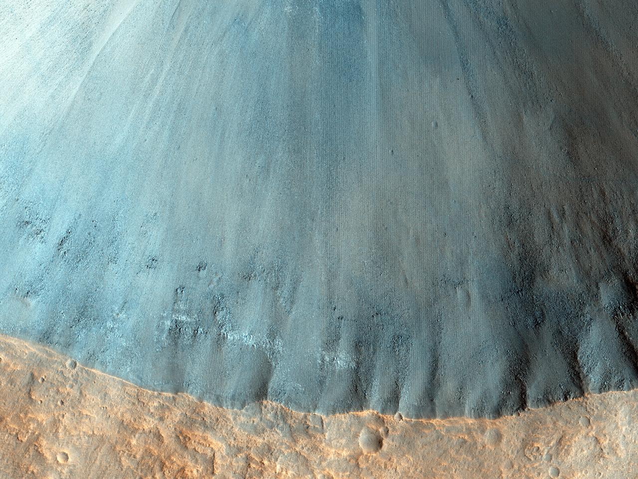 Krater med bratte skråninger
