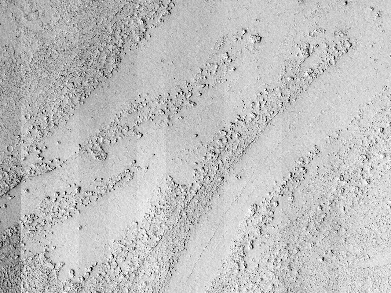 حمم وقنوات في وادي مارته (Marte Vallis)
