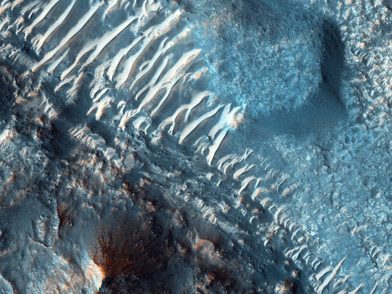 Rocă-mamă și dune frumoase în Ares Vallis