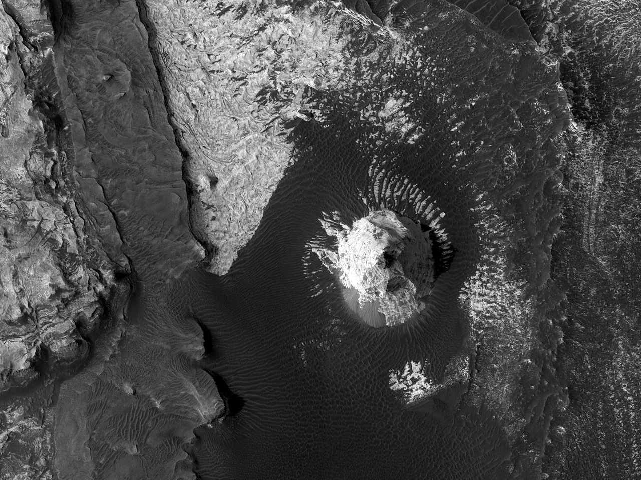Mørk materie med lag og krusninger i Melas Chasma