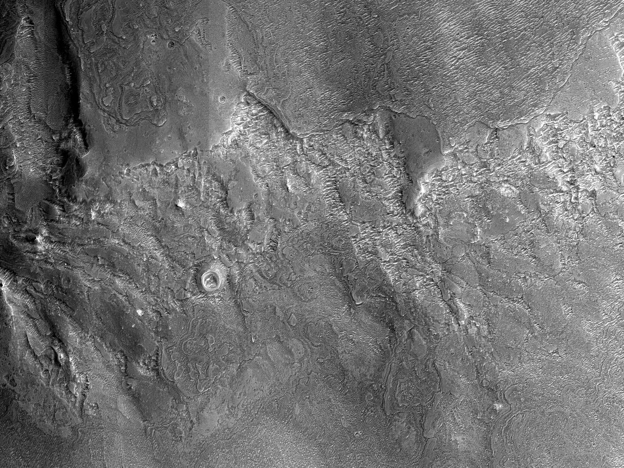 Depozite deschise la culoare in Noctis Labyrinthus