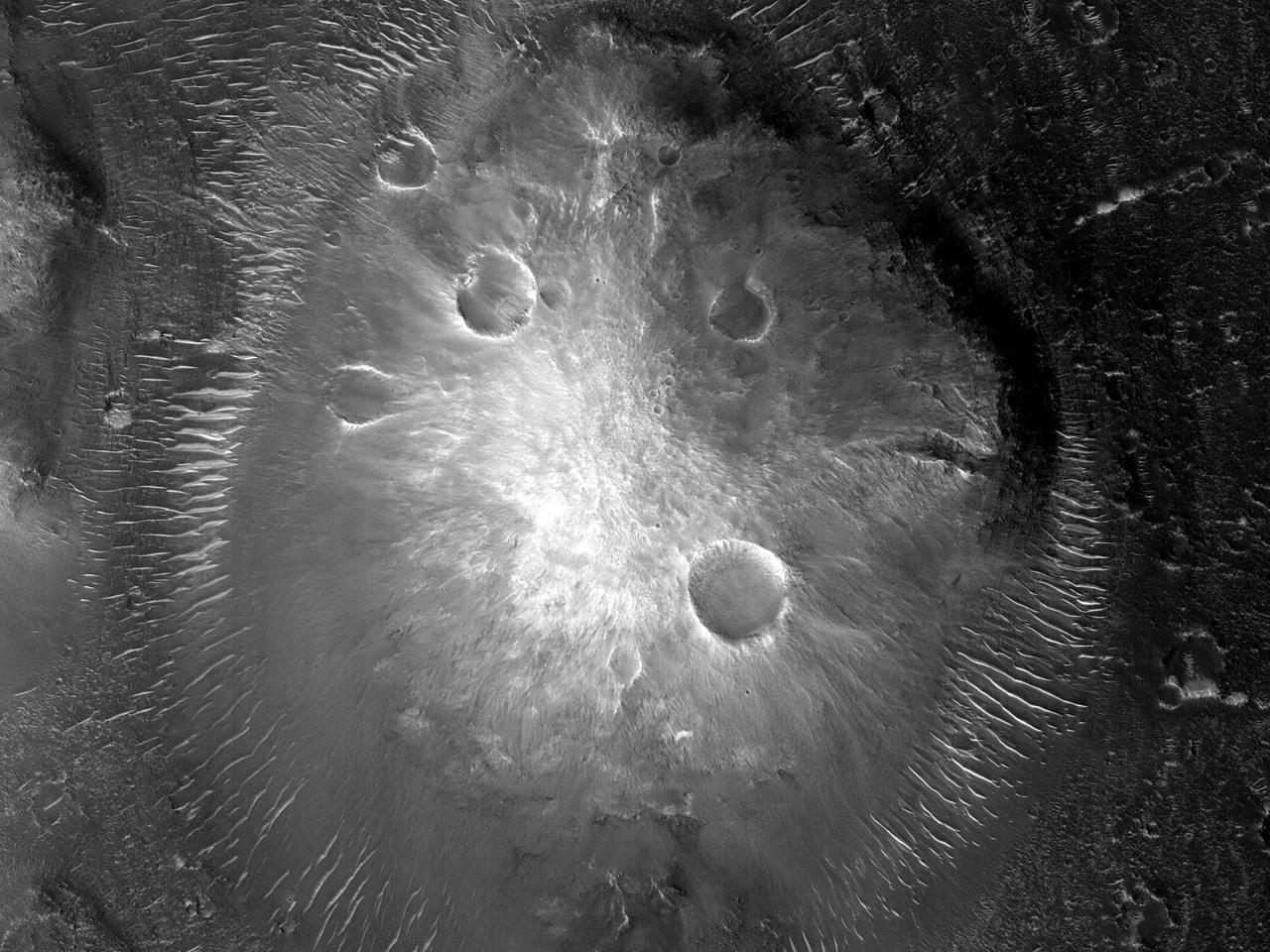 Stor haug og sanddyner i Mawrth Vallis