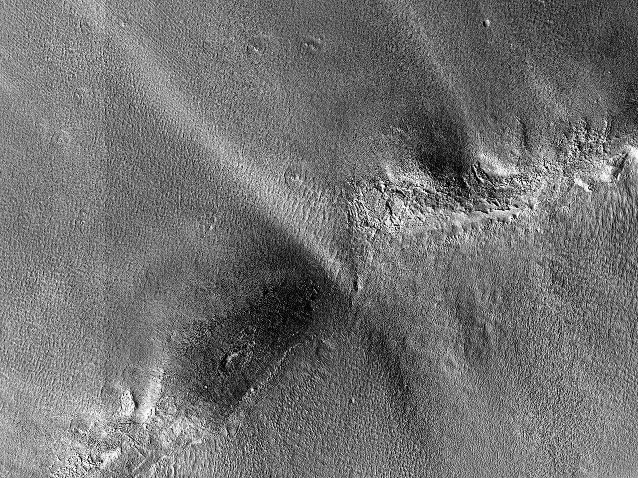 Krater med en uberørt egg og konsentriske rygger i Arcadia Planitia