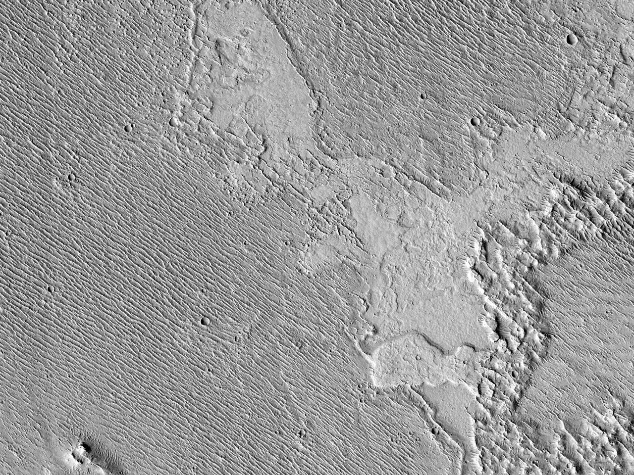 مرتفعات، قناة، وخزان تدفقات بركانية قديم