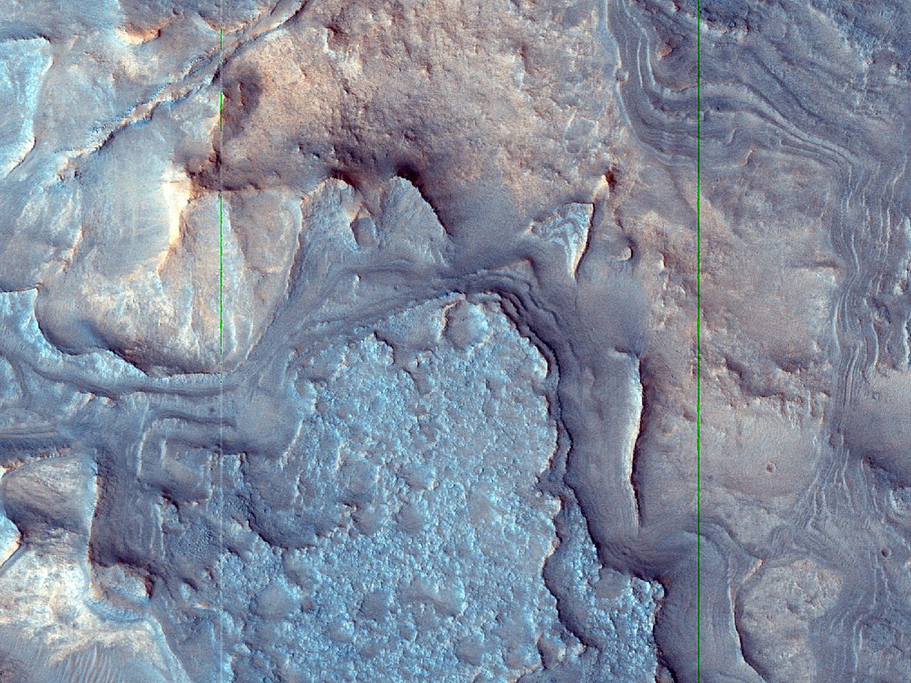 Eksponert berggrunn i Antoniadi-krateret