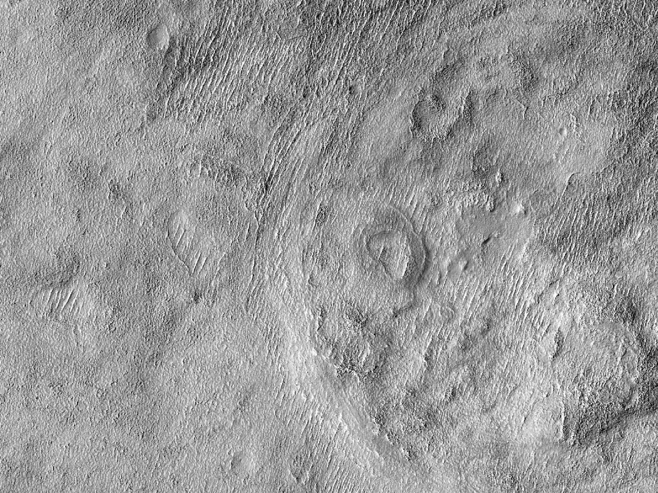 Eldre sirkulær formasjon i Aonia Terra