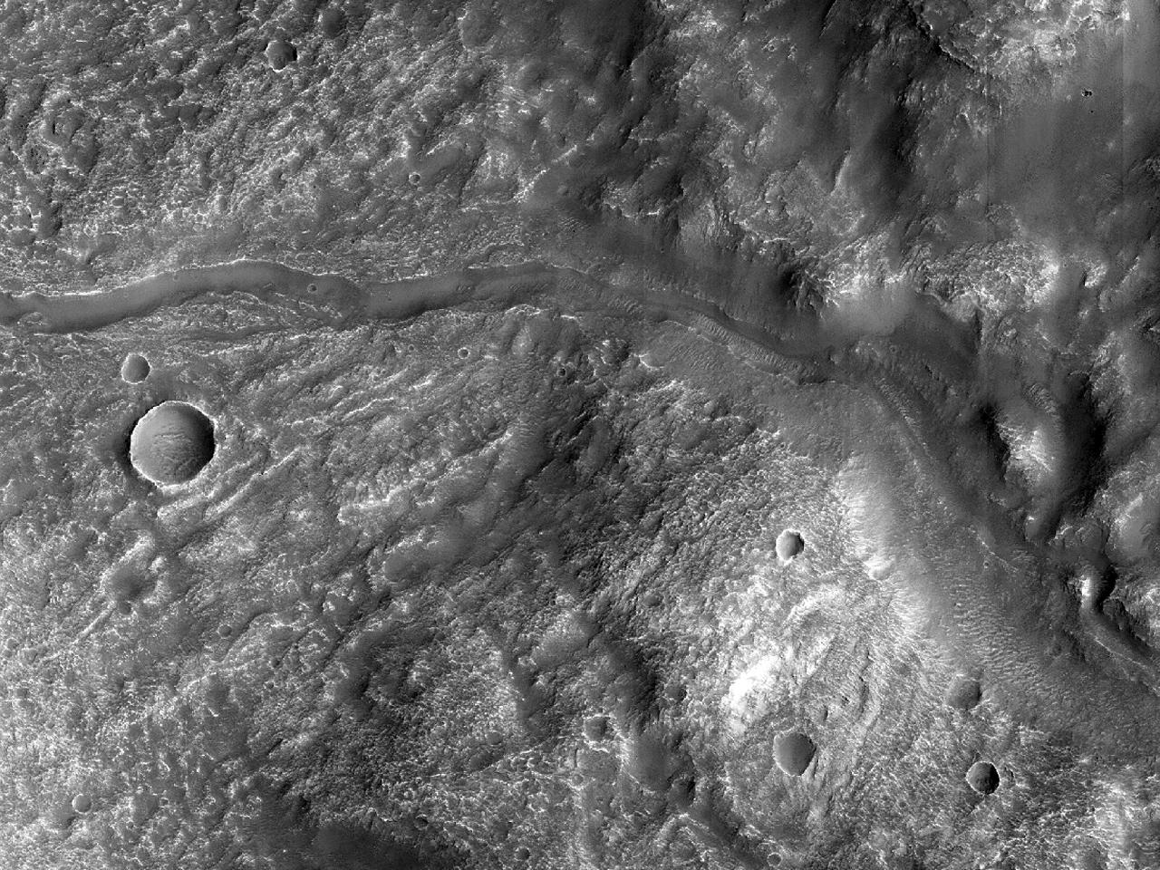 Kanaler nær krateret nordøst for Hellas Planitia