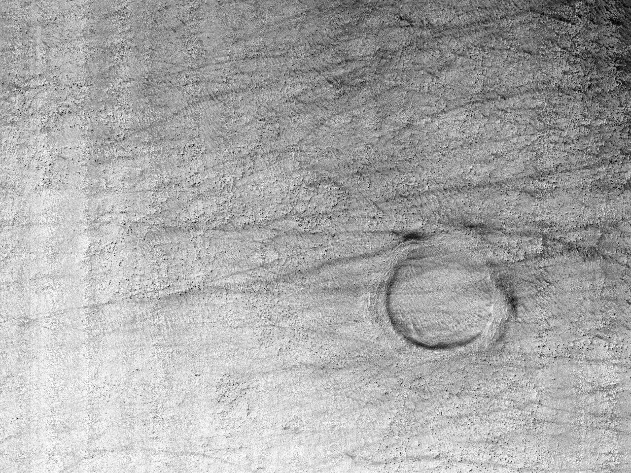Et krater og nifs stillhet i Hellas Planitia