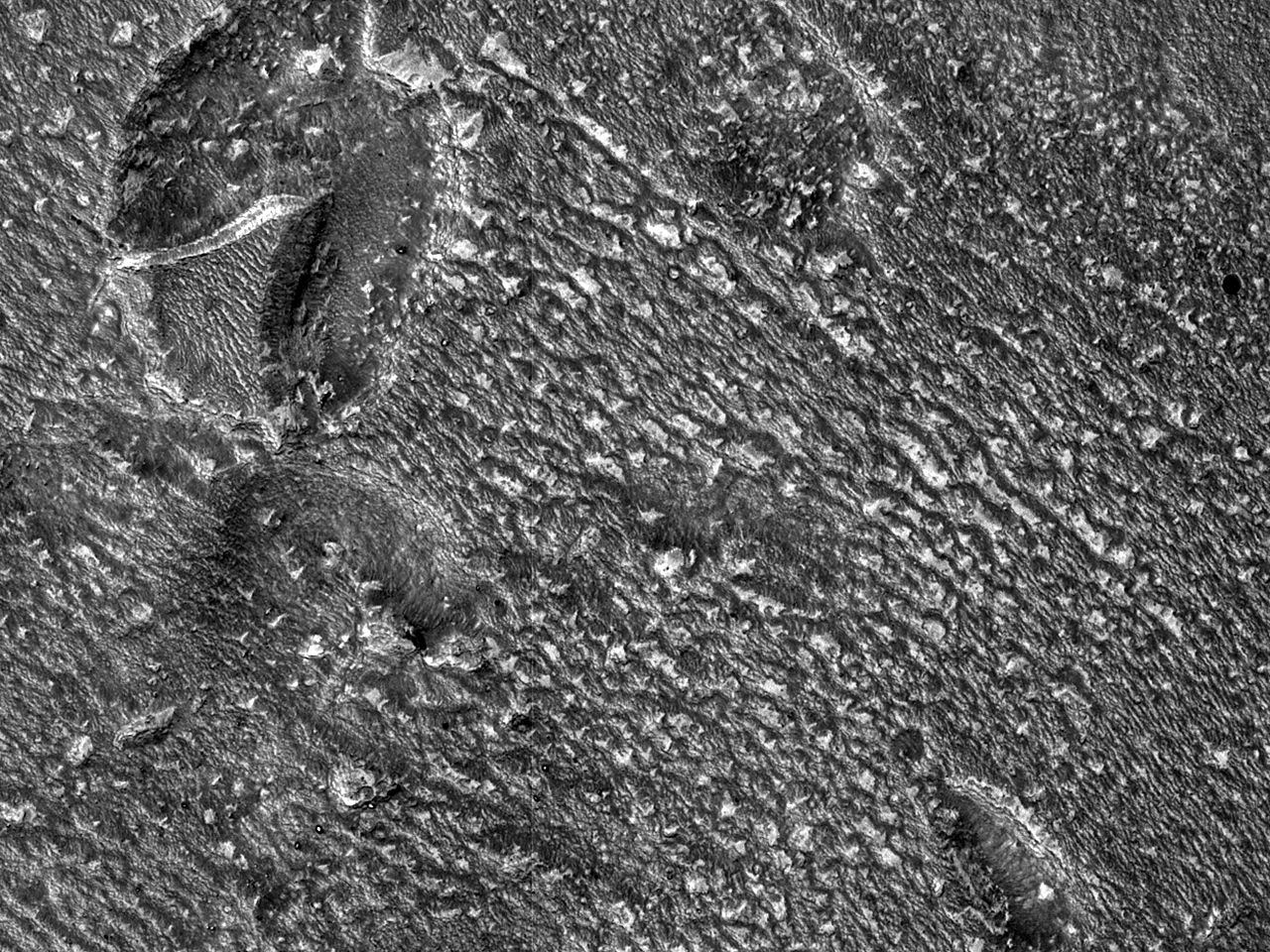 Small Surface Features in the Hellas Montes Region