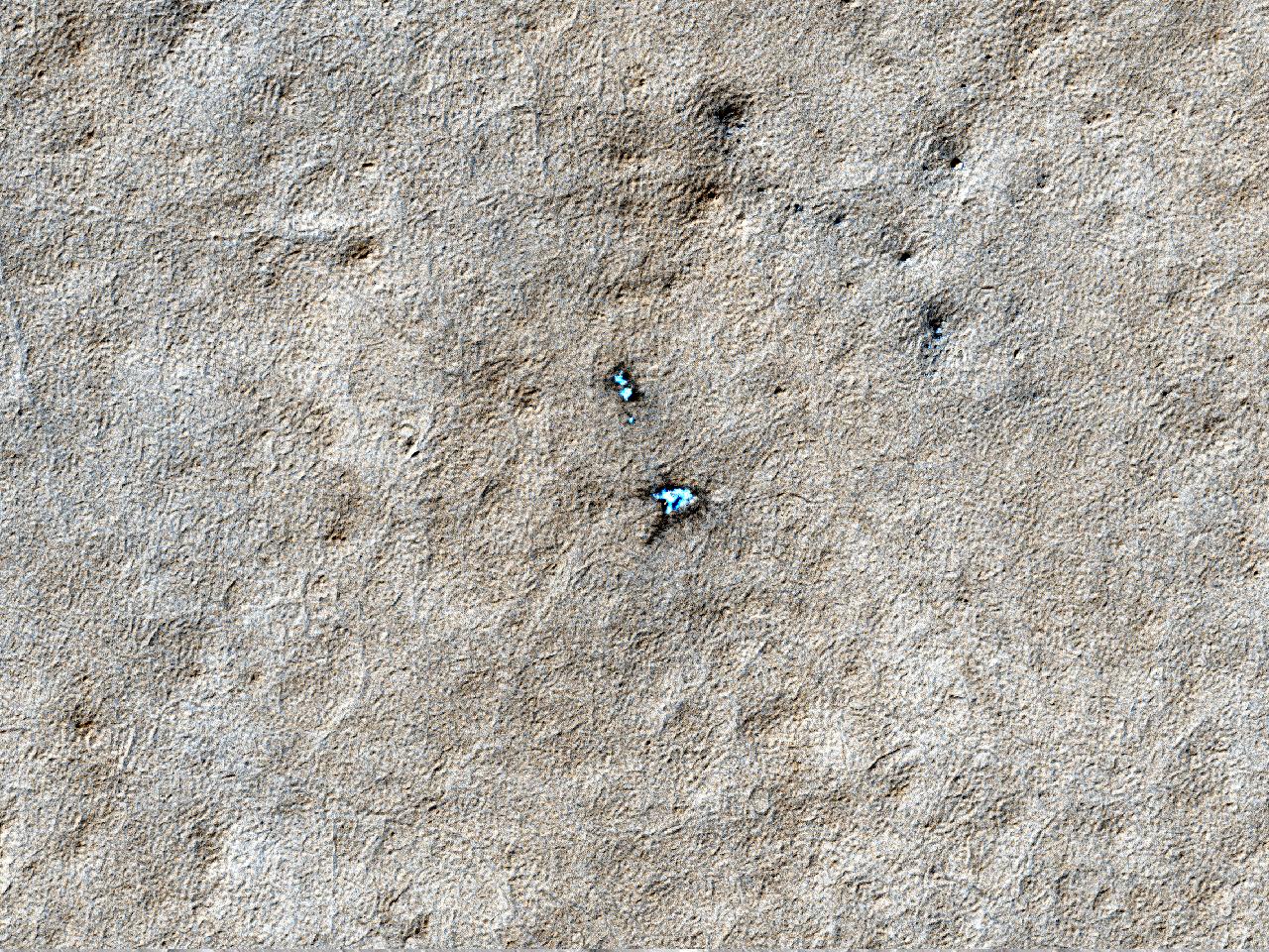 Observasjon av sesongbetont tining av et iskrater
