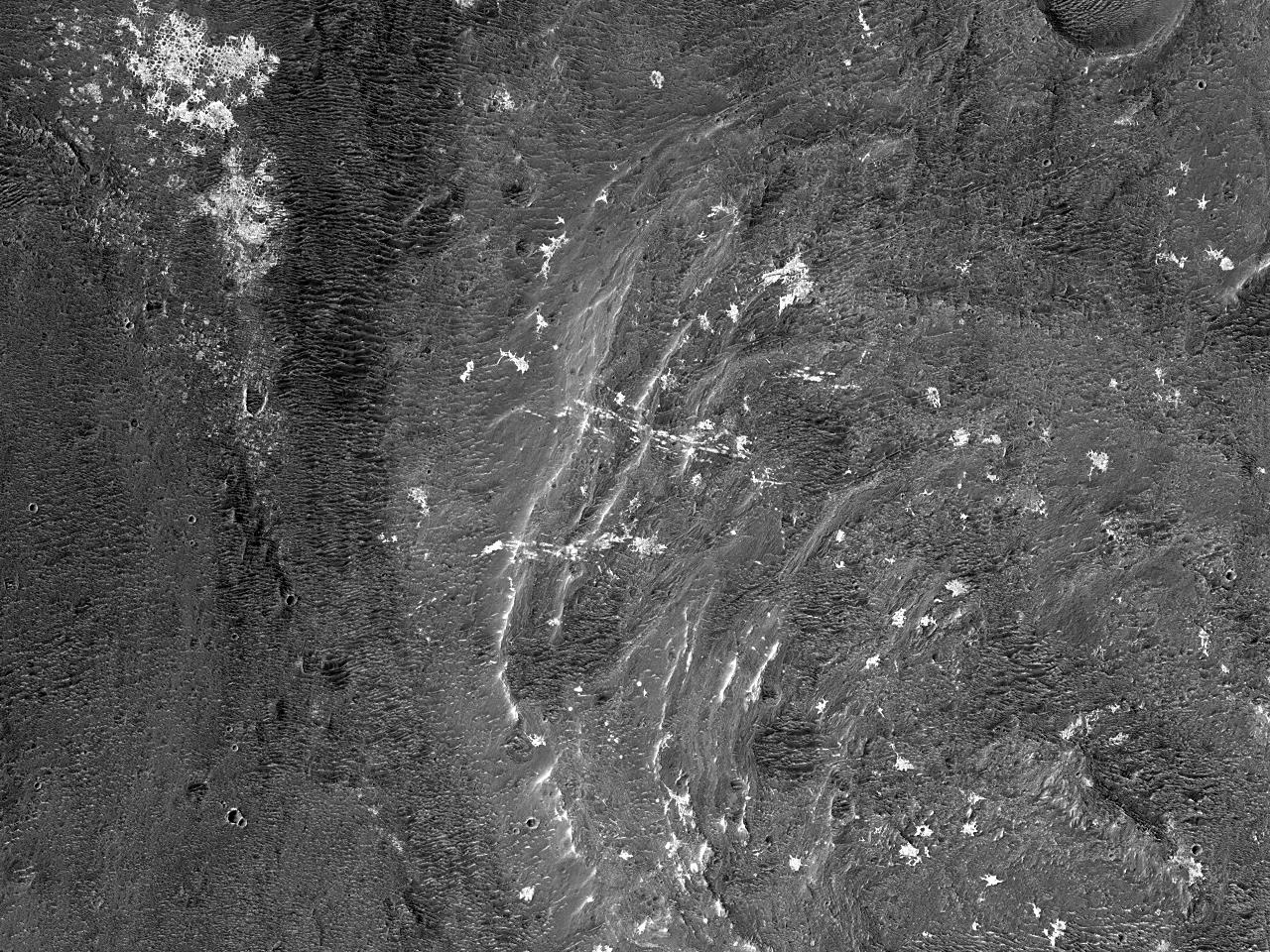 Marginea sudică și fundul Craterului Vinogradov