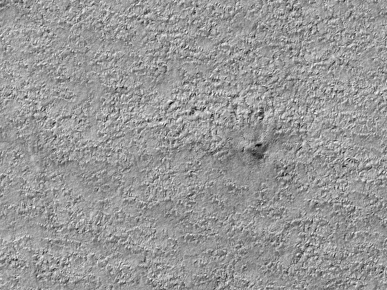 Lite nedslagskrater i terrenget ved sørpolen