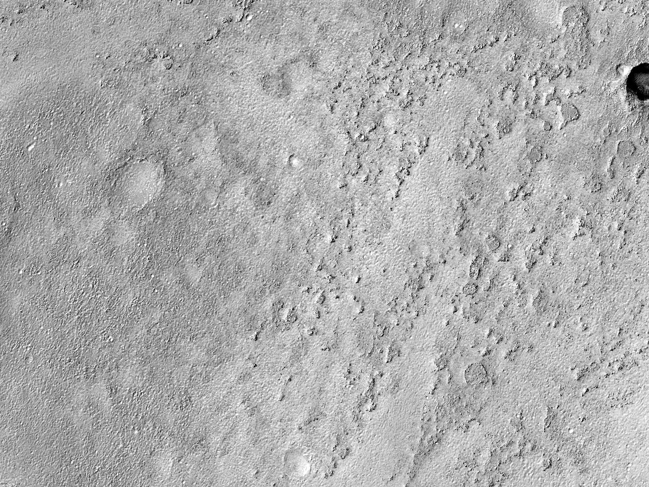 Terase de stâncă și mici movile în interiorul CrateruluiArrhenius