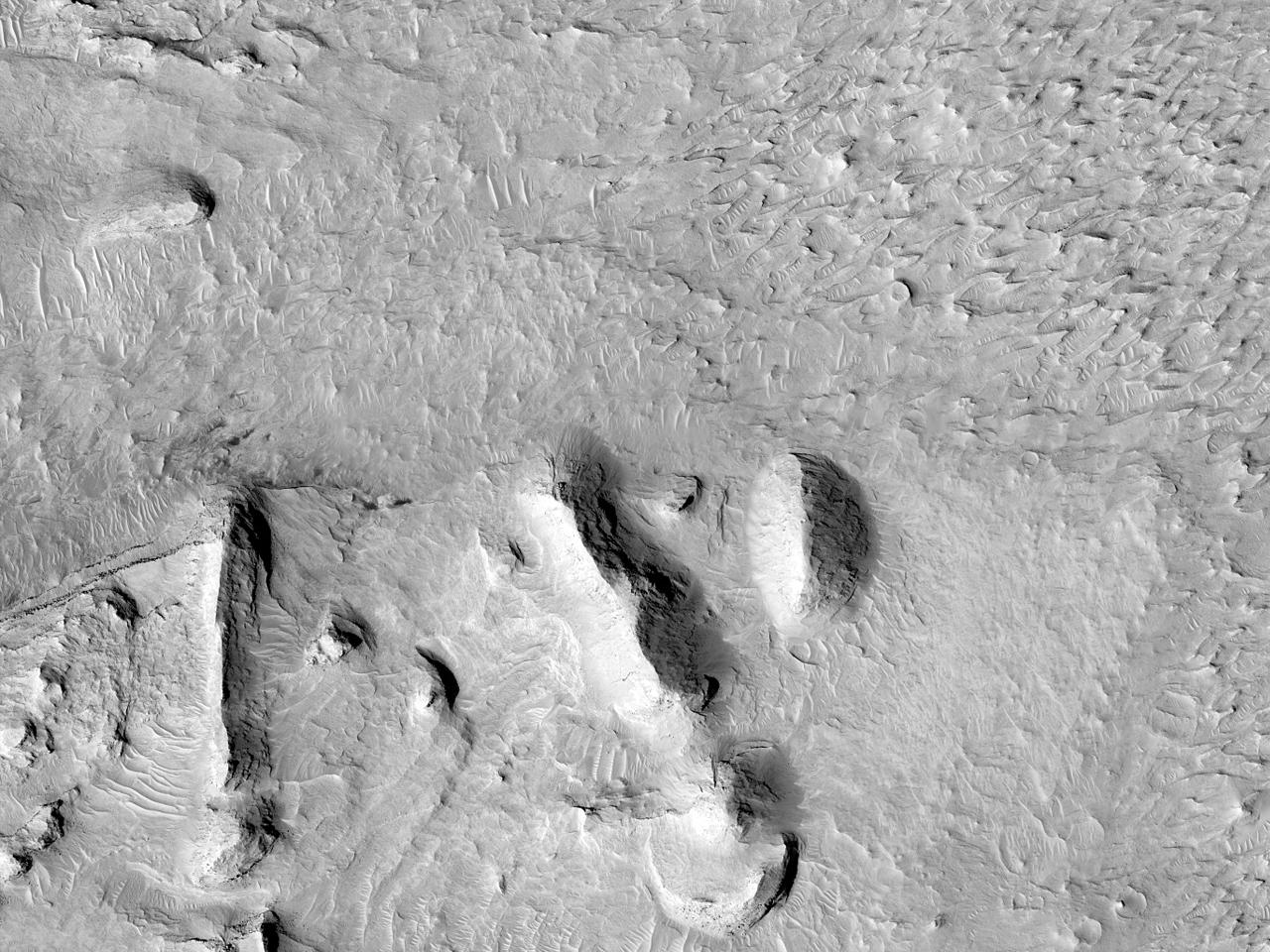 Posibil loc de aterizare pentru misiunea din 2020 în Craterul Firsoff
