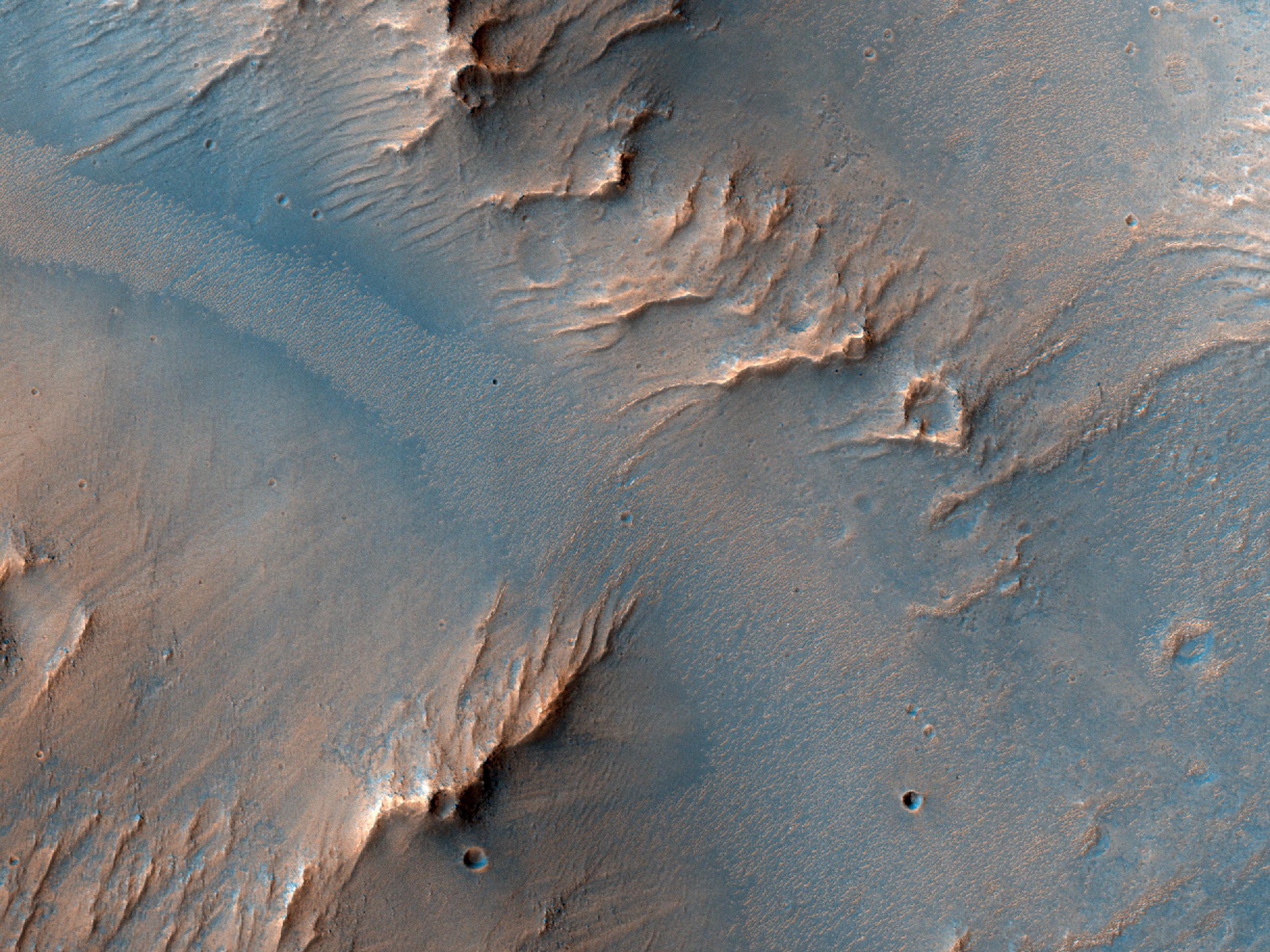 Posibile conuri aluviale într-un crater