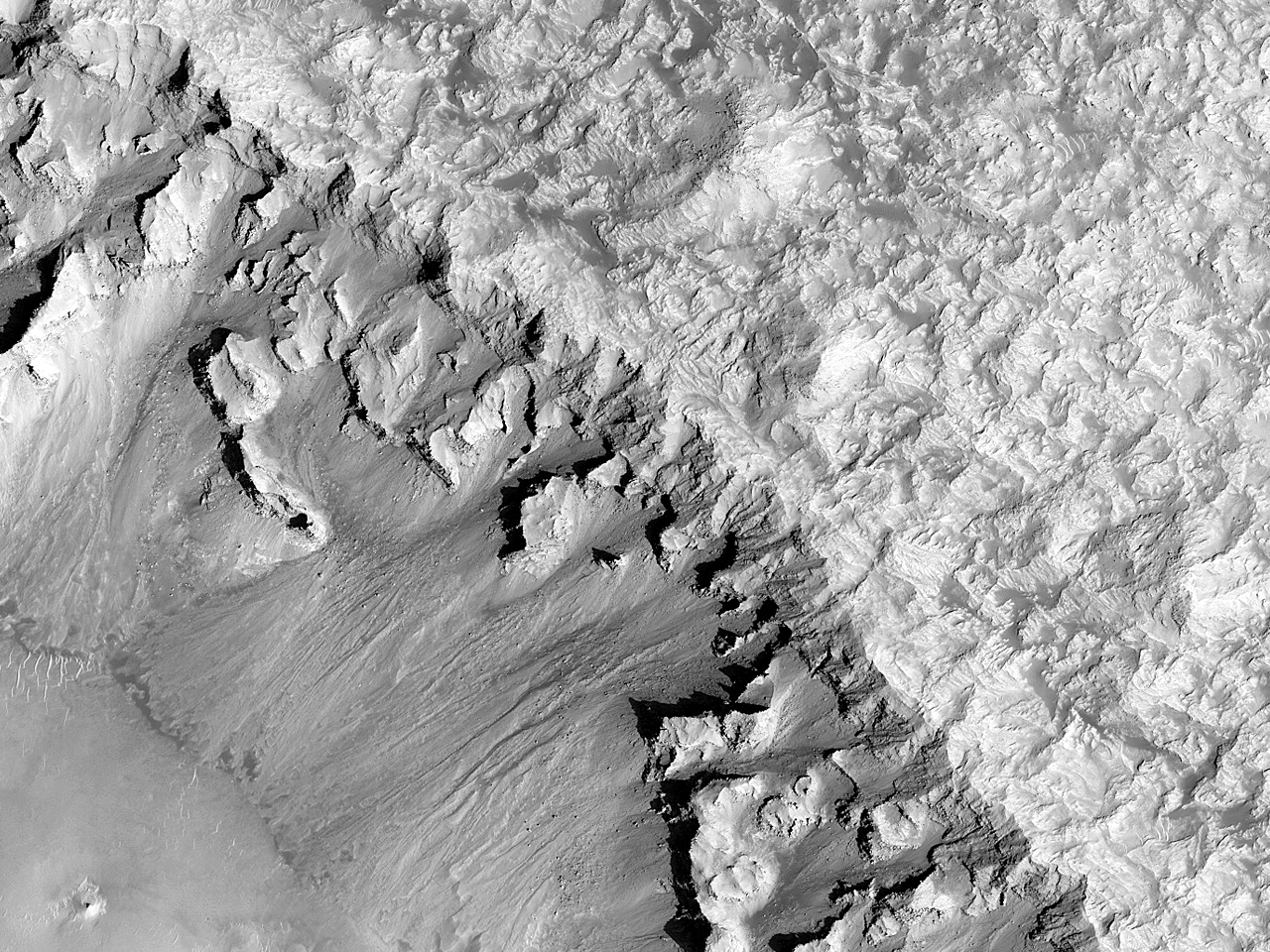 Observând pantele craterului Rabe