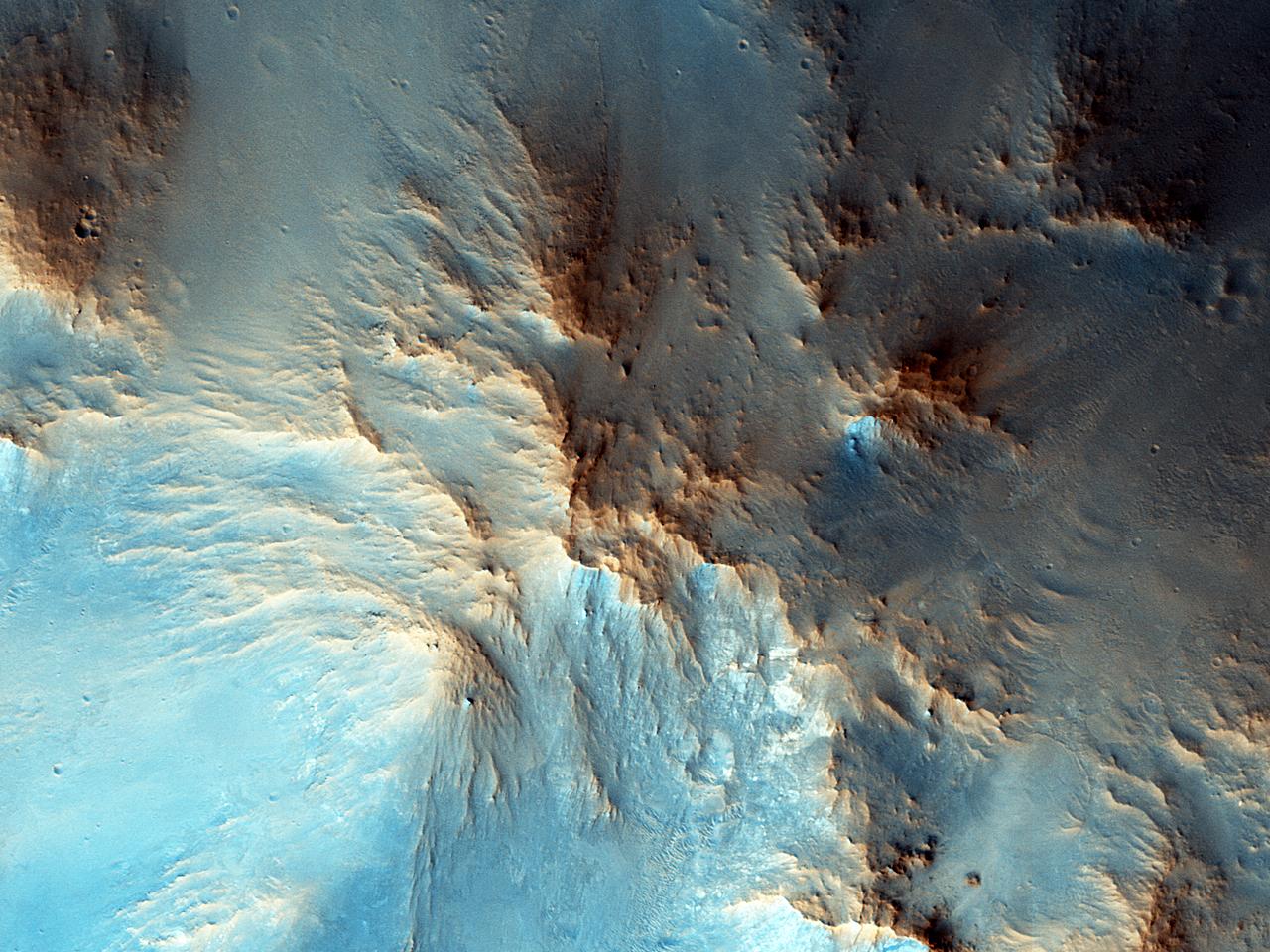 قمة مركزية في فوهة بروري (Beruri Crater)