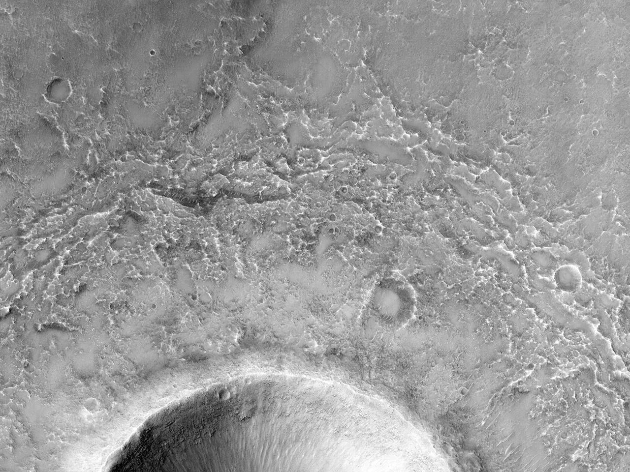 Склон кратера на плато Solis Planum