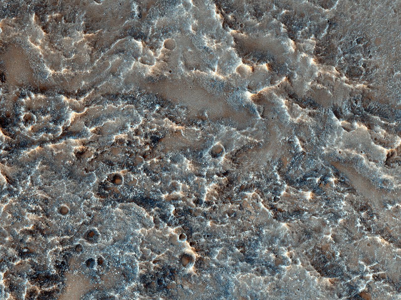 Observând o pantă a craterului în Solis Planum