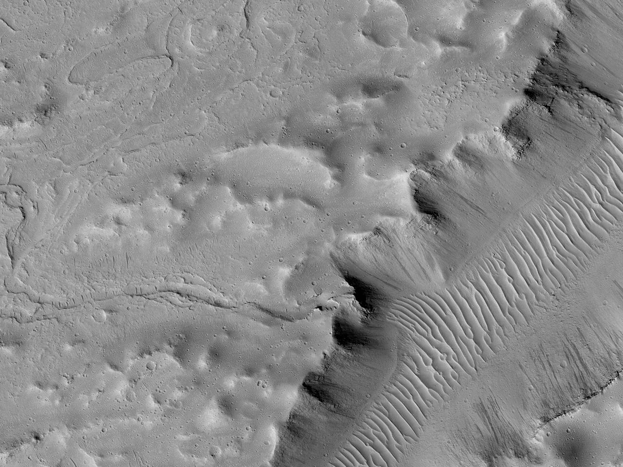 Лавопад в северной части долин Kasei Valles
