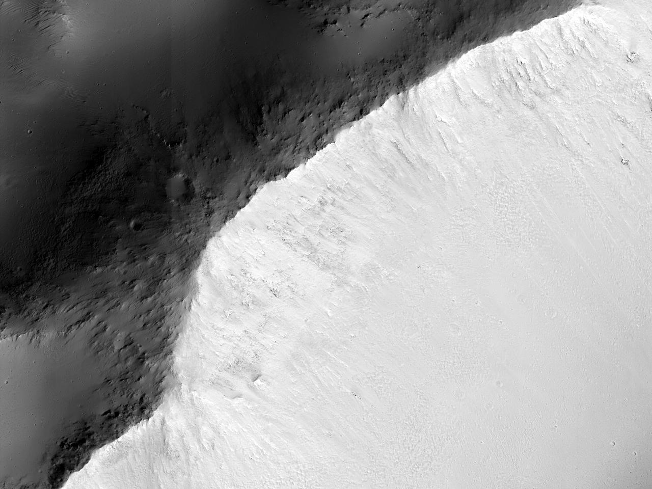 Crater în latitudinile sudice medii