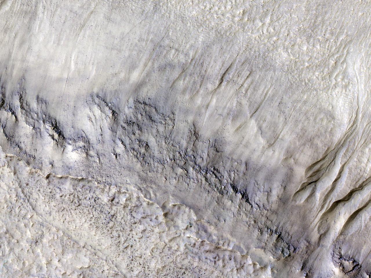 Rigole șipodeaua unui vechi crater de impact