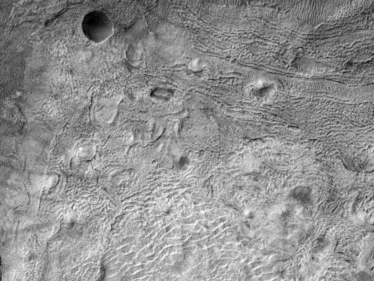 Овраги и дно древнего ударного кратера