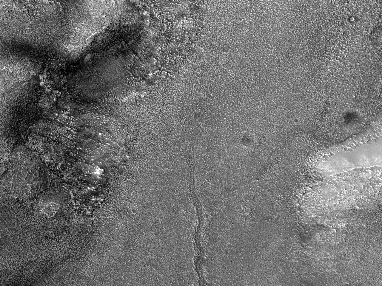 Posibil canal supraglacial înPhrixi Regio