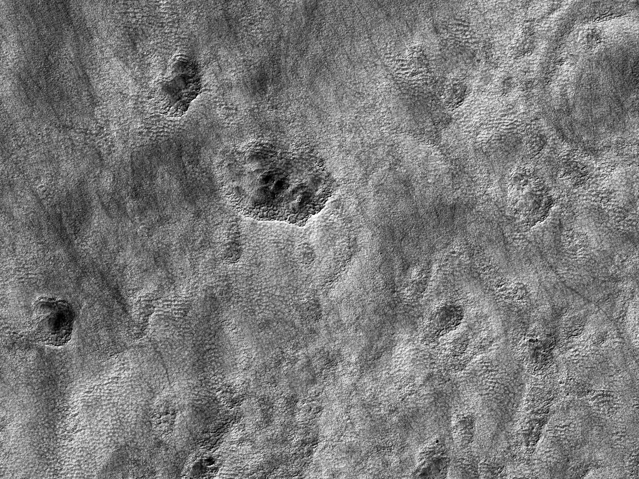 Впадины на южном крае равнины Hellas Planitia