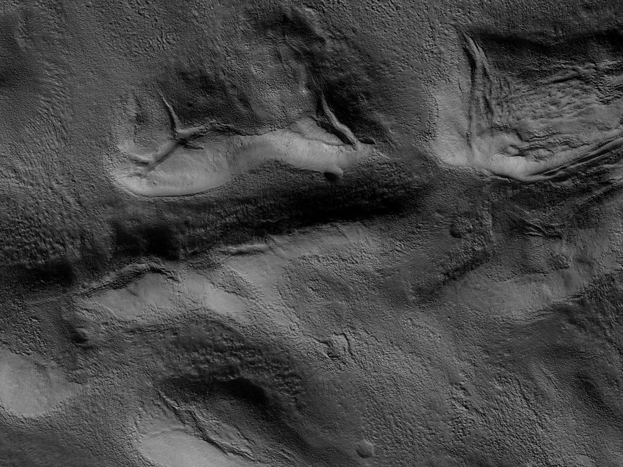 Movile fracturate în Tempe Terra
