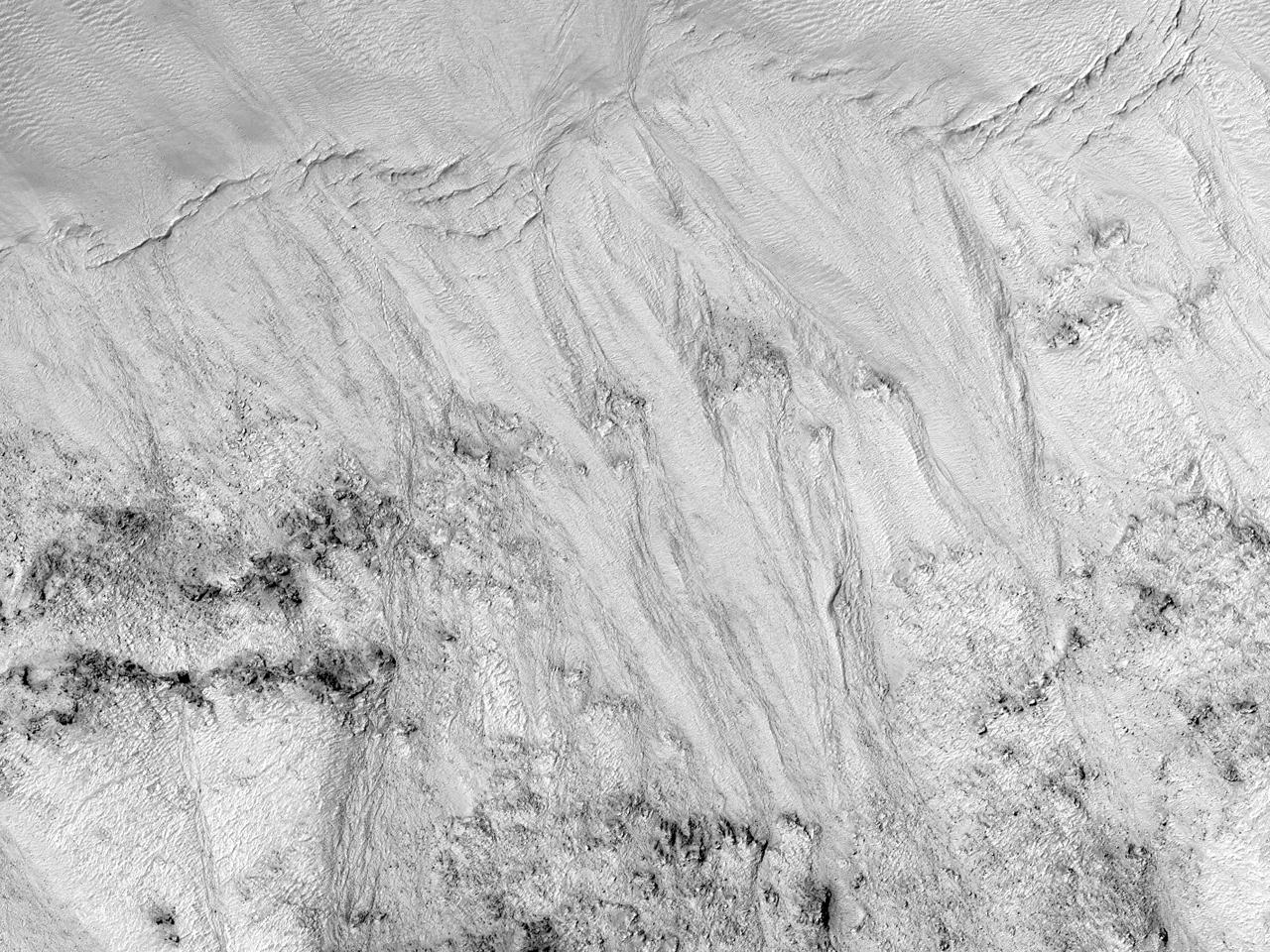 Raviner i veggen av Galle-krateret