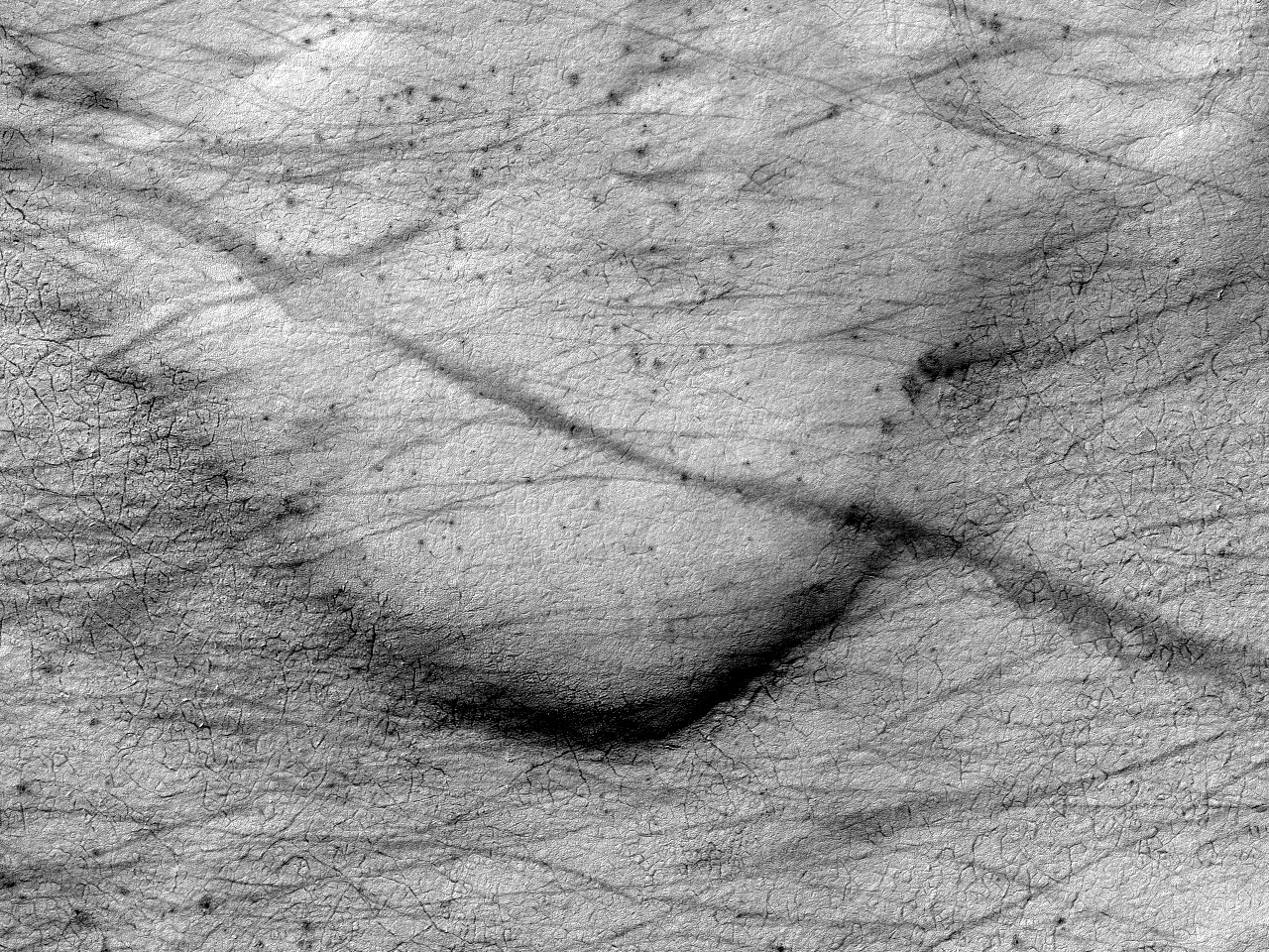 Конус выноса в окончании долины, расположенной внутри кратера