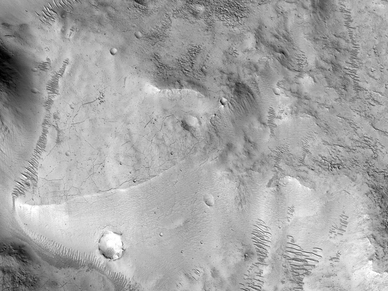 Sedimentære avsetninger på en kraterbunn i nordre Arabia Terra