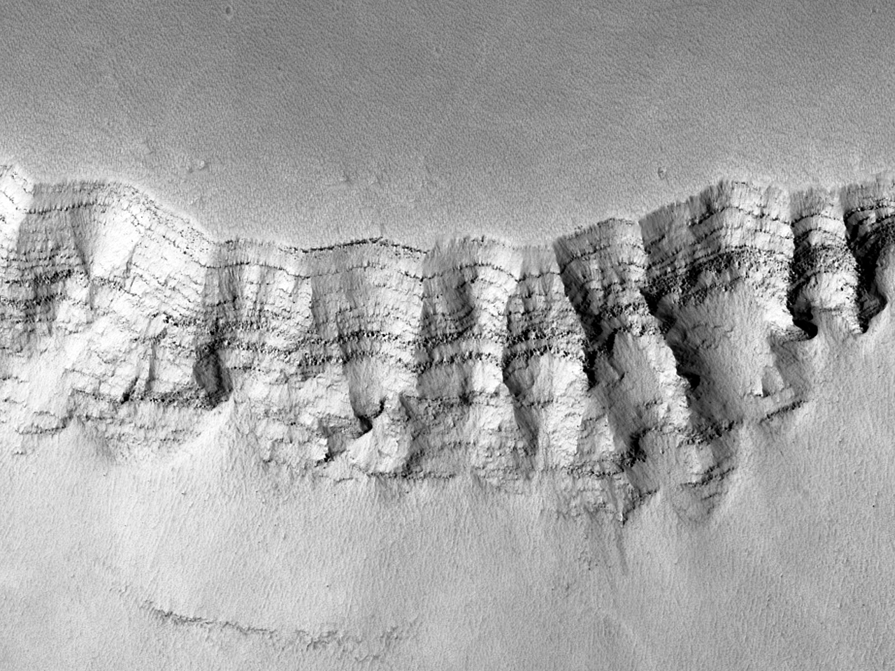 Lagvise avsetninger i Noctis Labyrinthus