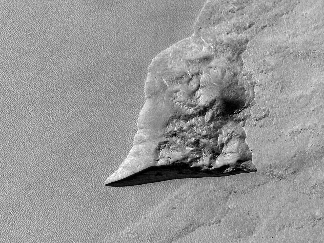 Предположительно обнажение льда во впадине в стенке кратера