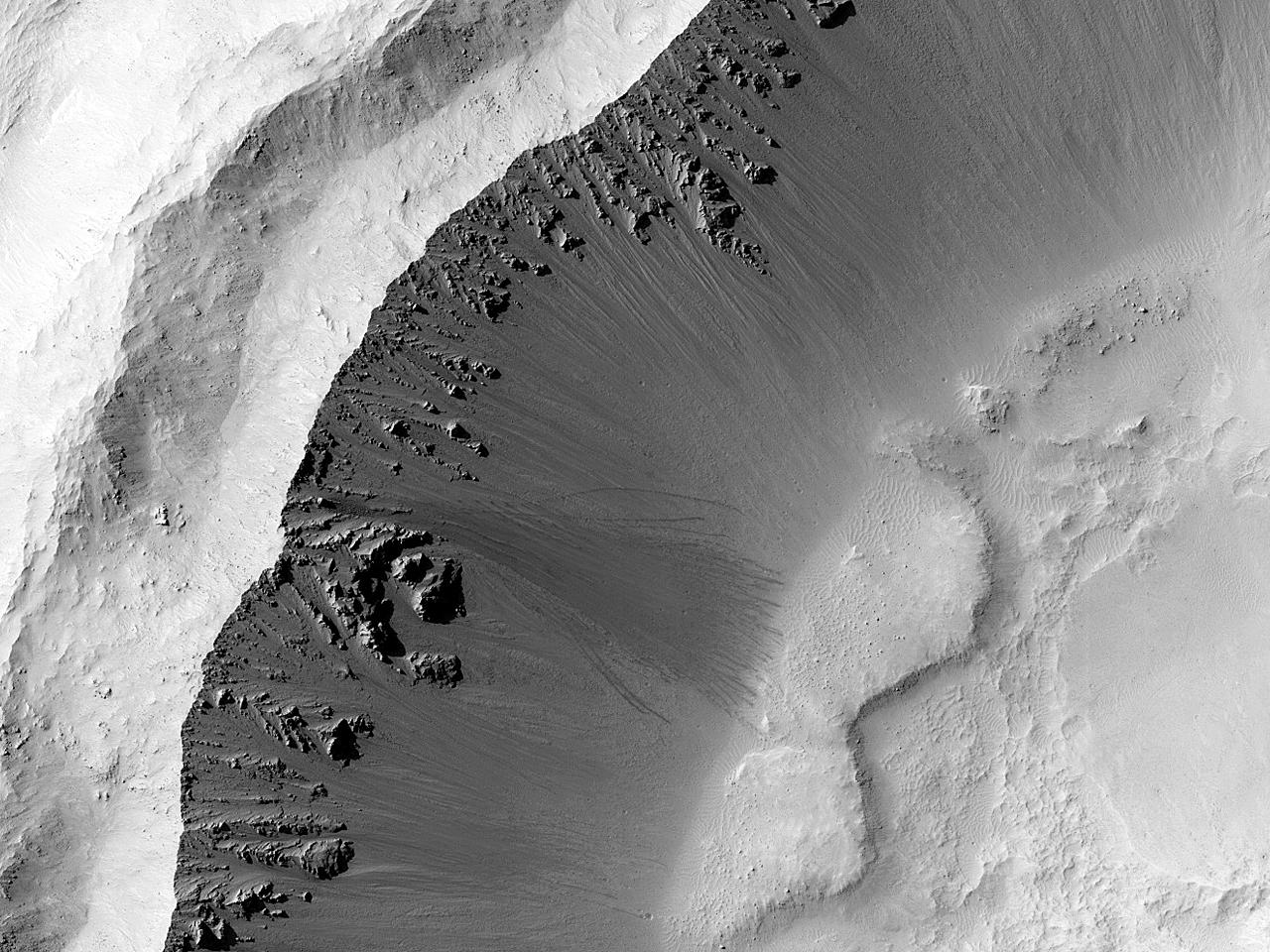 Поиск расплава ударного происхождения на дне кратера Gratteri