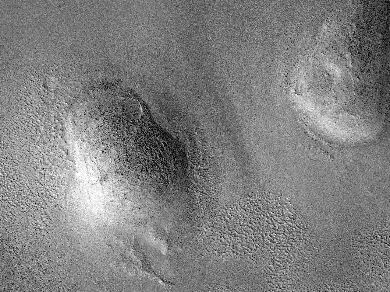 Domuri și proeminențe în Arcadia Planitia