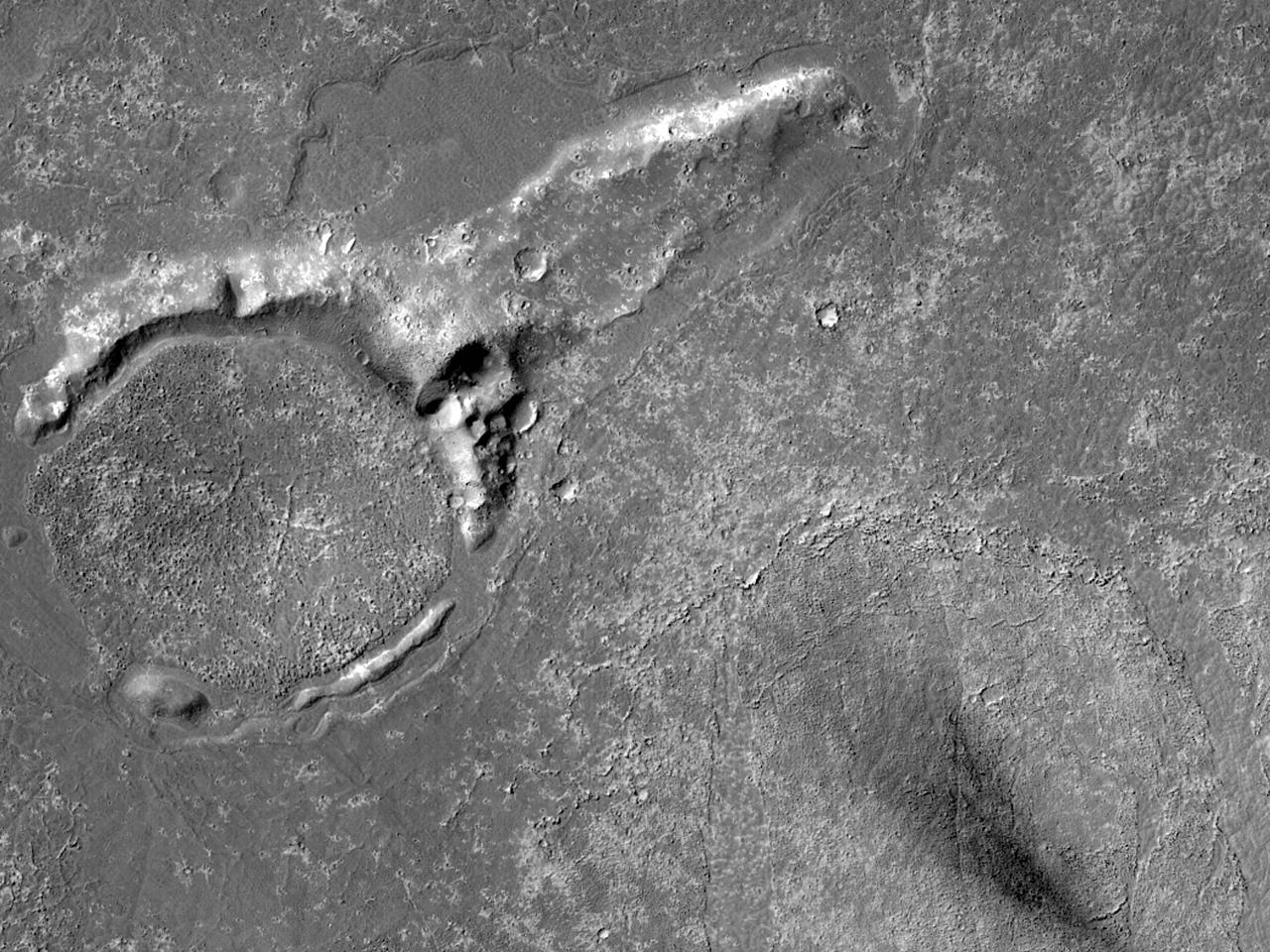 Лавовая корка на западе равнины Elysium Planitia