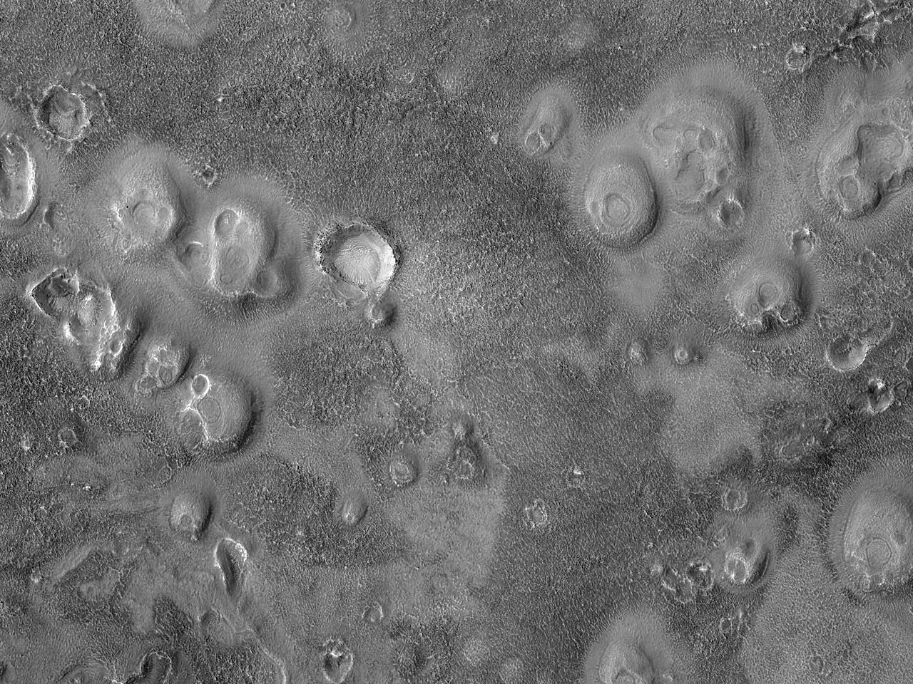 Corragynas Cughlinyn ayns Acidalia Planitia