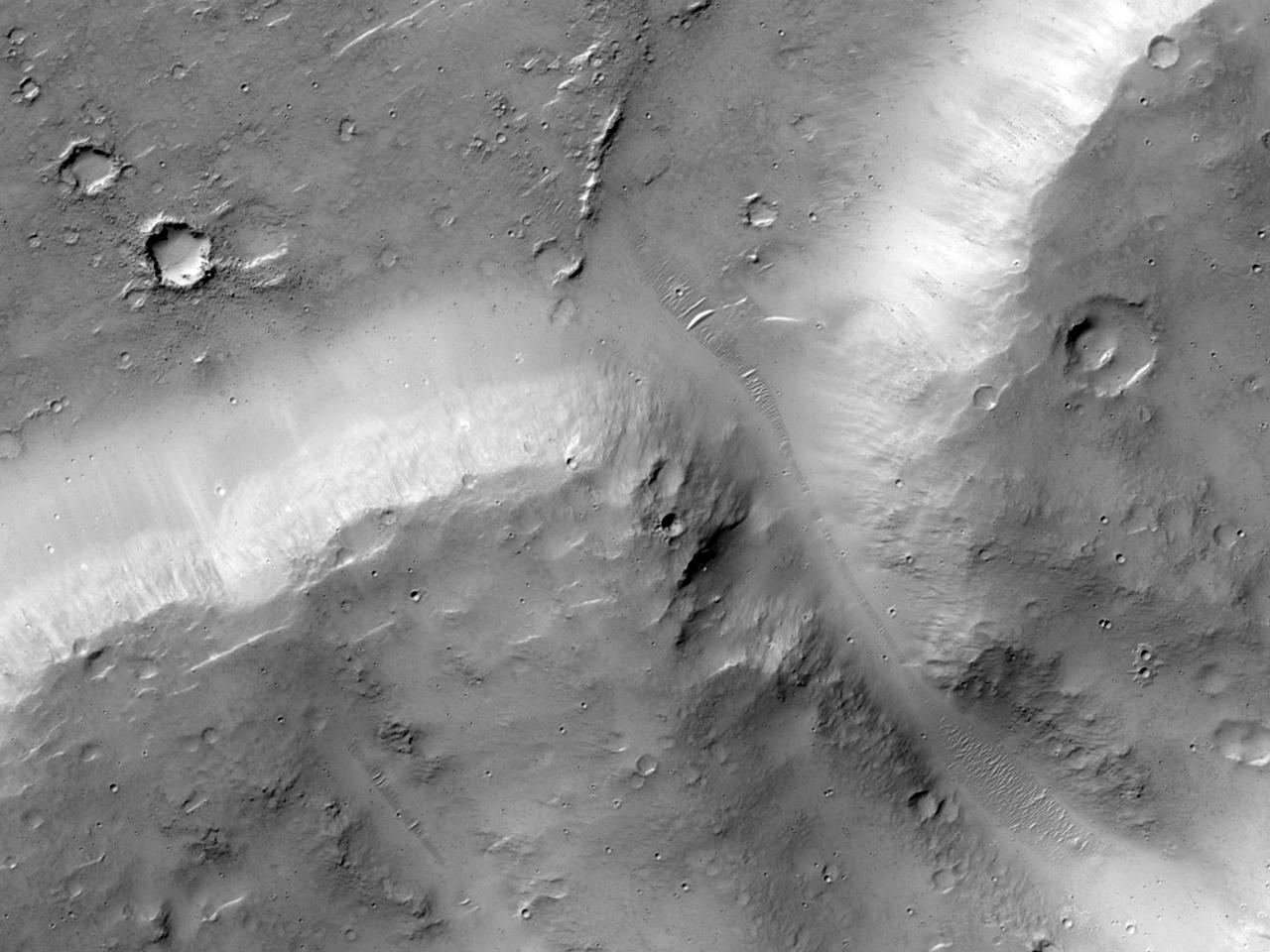 Alunecare de teren în apropierea Maadim Vallis